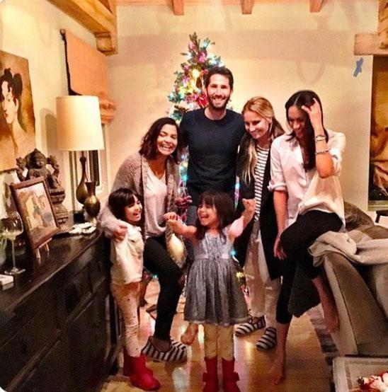 Benitta em família, com Meghan, que é madrinha das meninas (Foto: Reprodução / Instagram)