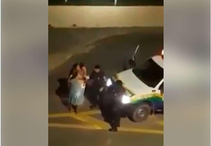Mulher dá à luz depois de ser agredida por PM (Foto: Reprodução Facebook)
