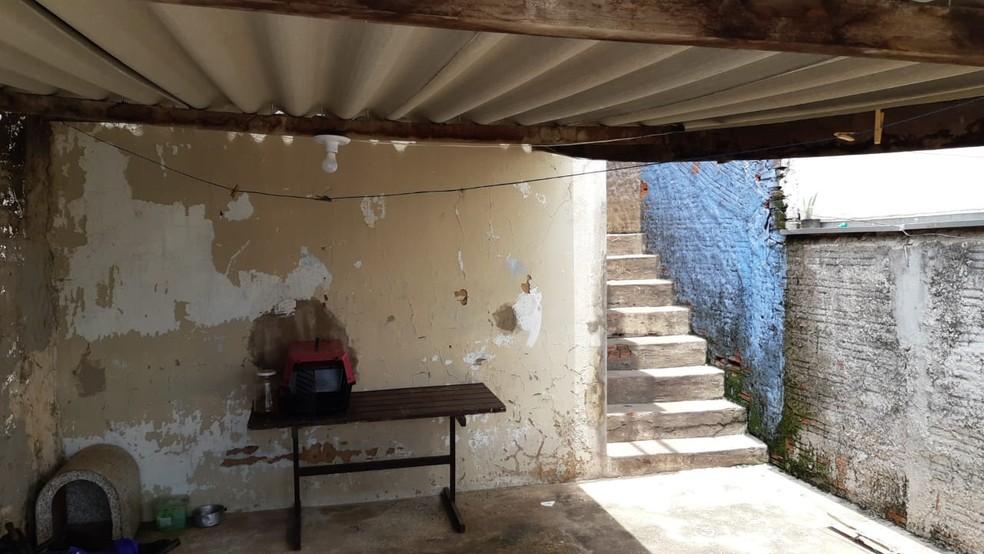 Mulher foi morta a facadas dentro de casa em Piracicaba; companheiro é suspeito — Foto: Edijan Del Santo/EPTV