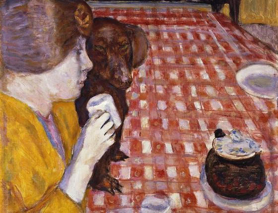 Bonnard também retrata a relação afetiva entre o cão e seu dono no quadro A toalha de mesa quadriculada vermelha (Foto: PIERRE BONNARD/BRIDGEMAN IMAGES/GLOW IMAGES)