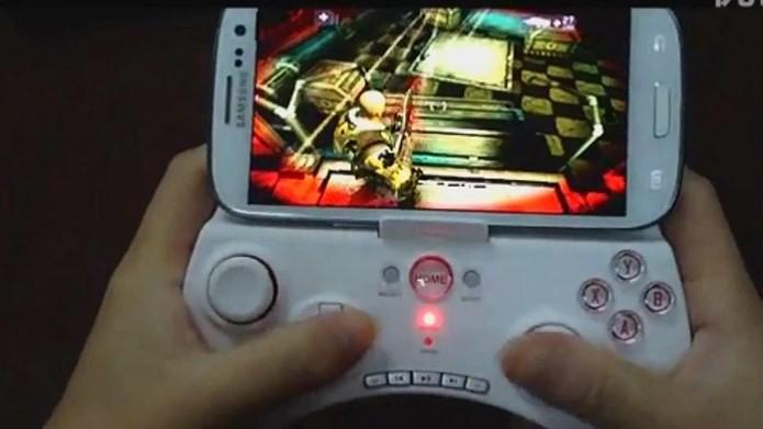 iPega 9025 possui mais botões e configurações que seu antecessor (Foto: Reprodução / Youtube)