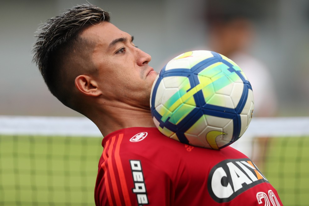 Grande reforço do Flamengo na parada para a Copa, Uribe tem mostrado pontaria nos treinamentos (Foto: Gilvan de Souza)