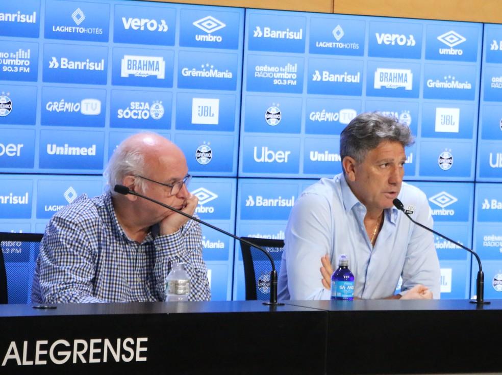 Presidente Romildo ao lado de Renato após vitória do Grêmio no domingo — Foto: Eduardo Moura