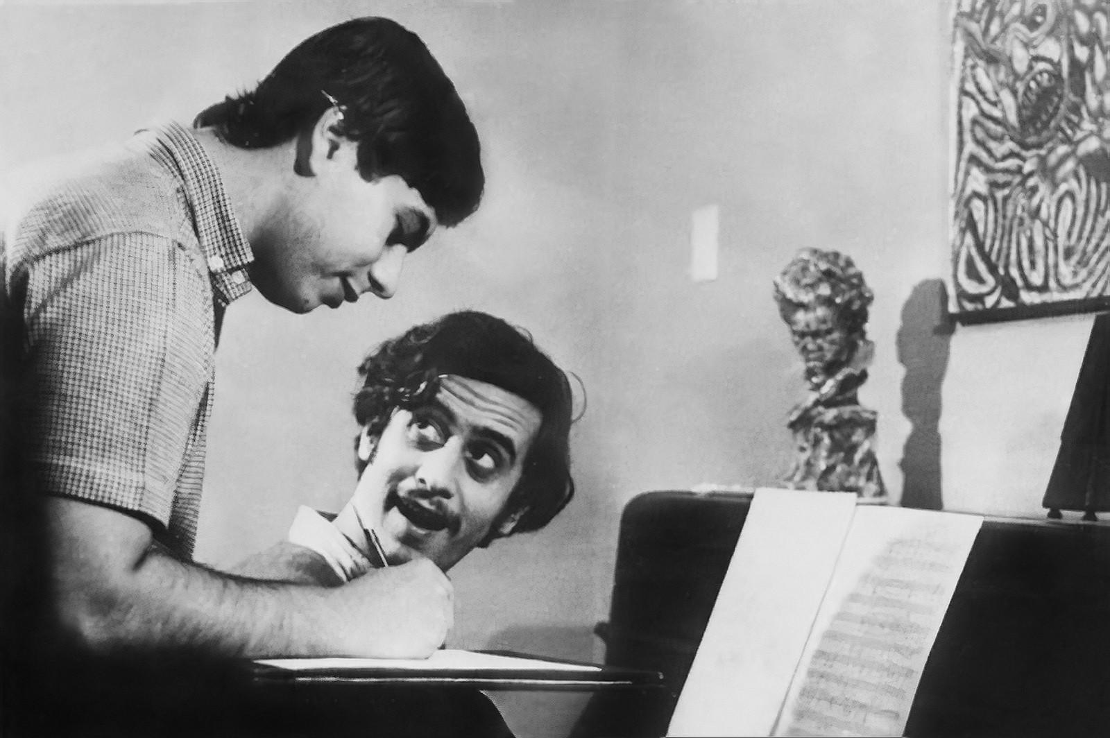Livro historia obra de compositores que fizeram o povo cantar toadas modernas