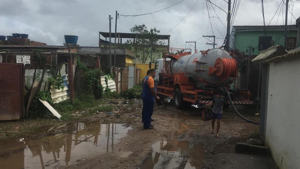 Veja mudanças provocadas pela chuva em Arraial do Cabo e Macaé, no RJ