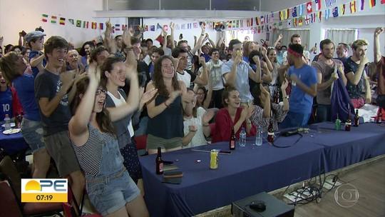 Franceses comemoram no Recife vitória na Copa do Mundo da Rússia
