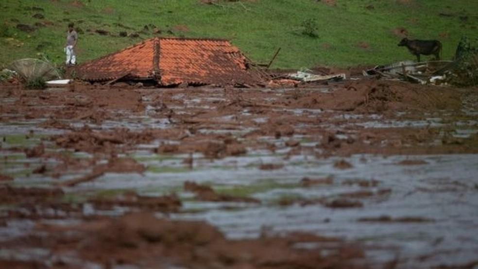 Desastre de Brumadinho em Minas Gerais foi uma das tragédias ambientais recentes — Foto: AFP via BBC