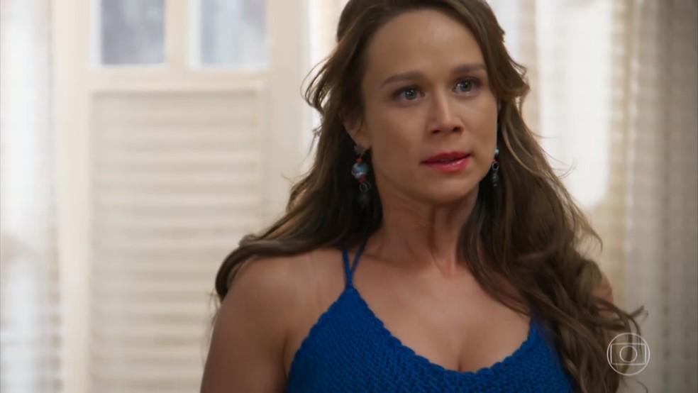 Tancinha (Mariana Ximenes) fica indignada ao ouvir ofensa de Apolo (Malvino Salvador) em 'Haja Coração' — Foto: Globo