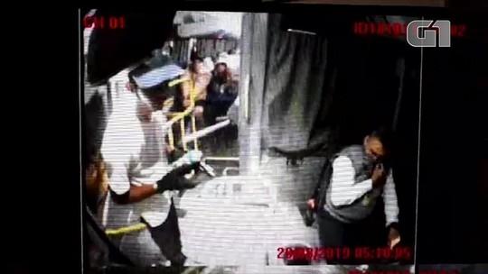 Câmera de segurança do ônibus registra ação de sequestrador