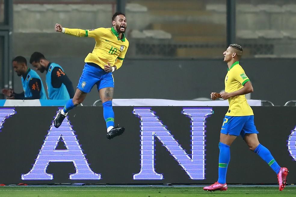 Neymar comemora gol da seleção brasileira contra o Peru — Foto: AFP