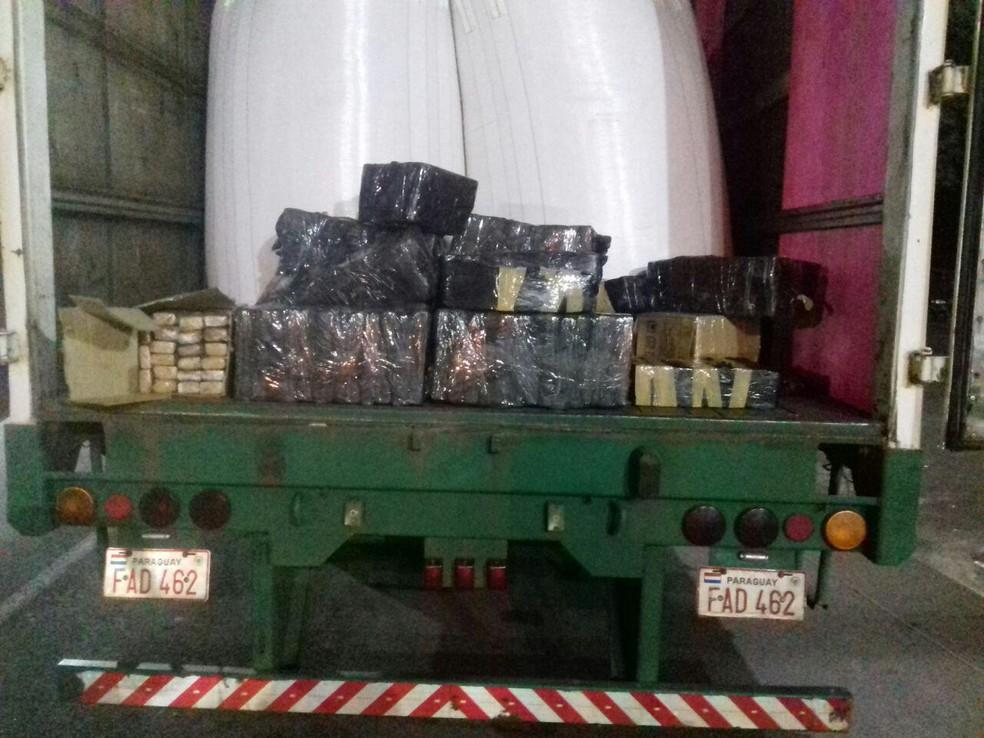 O motorista do caminhão disse que levaria a carga de arroz até o Rio de Janeiro (Foto: PRF/Divulgação)