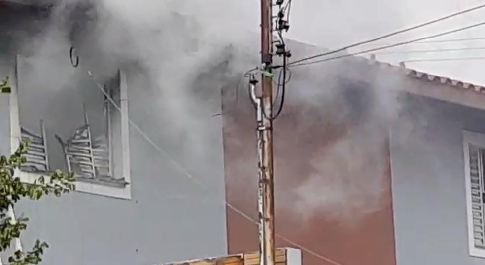 Casa pega fogo em bairro de Avaré — Foto: Arquivo Pessoal