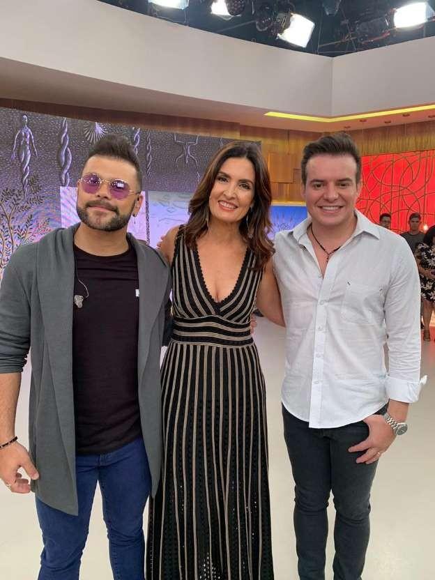 Fátima Bernandes recebe a dupla sertaneja Marcos e Belutti (Foto: Reprodução / Twitter)