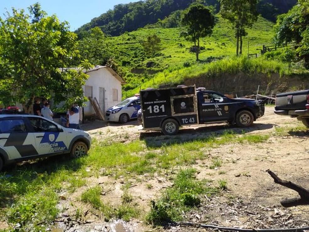 Polícia Civil esteve na casa onde criança foi encontrada morta, em Ecoporanga — Foto: Itamar Júnior