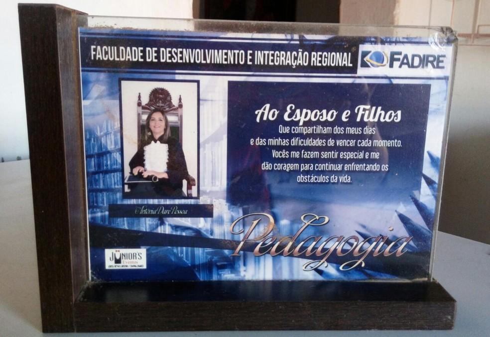 Antônia Darc Pessoa, 40, ganhou na Justiça direito à indenização após não receber diploma de faculdade que cursou em 2015. (Foto: Arquivo pessoal)