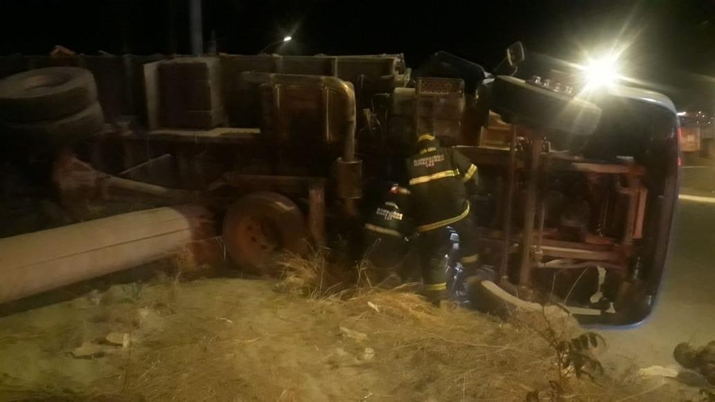 Caminhoneiro fica preso às ferragens e morre em acidente no Bairro Santo Antônio, em Montes Claros