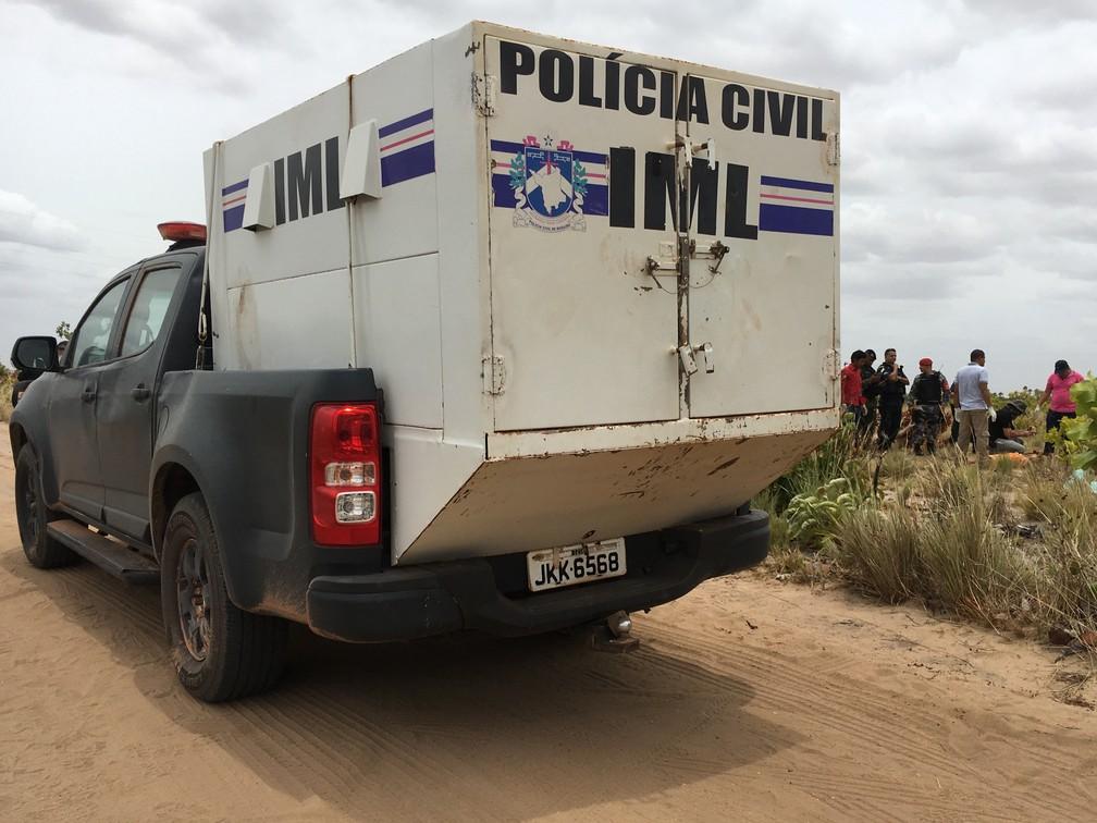 No dia 5 de abril, dois corpos foram achados no Anel Viário, área de lavrado na periferia de Boa Vista; um dos cadáveres foi encontrado por crianças (Foto: Emily Costa/G1 RR)