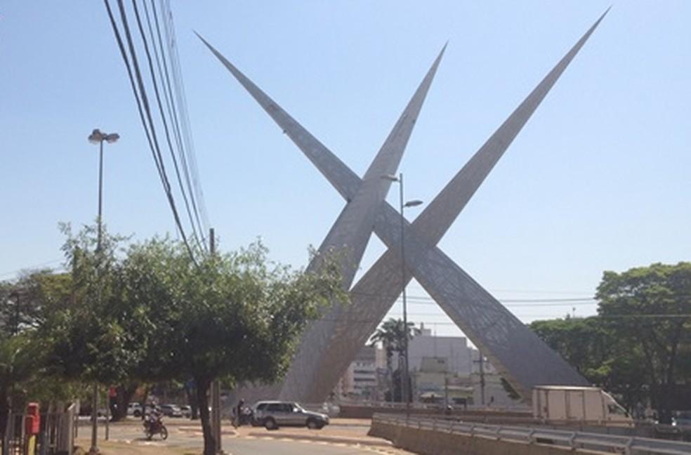 Viaduto da Praça do Ratinho (Foto: Fernanda Borges/G1)