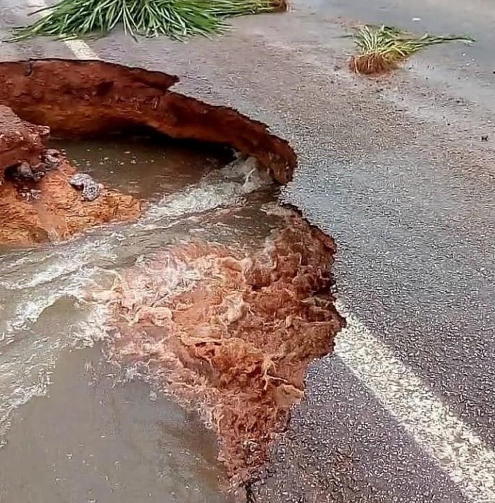 Ao menos cinco rodovias federais no PA ficam com trechos intrafegáveis após forte chuva