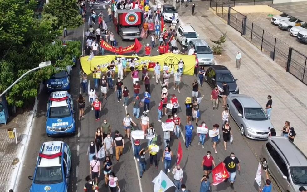 Manifestação contra presidente Jair Bolsonaro e pedindo vacinas contra Covid-19 Goiânia Goiás — Foto: Reprodução/TV Anhanguera