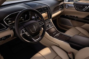 Interior do Lincoln Continental 2017