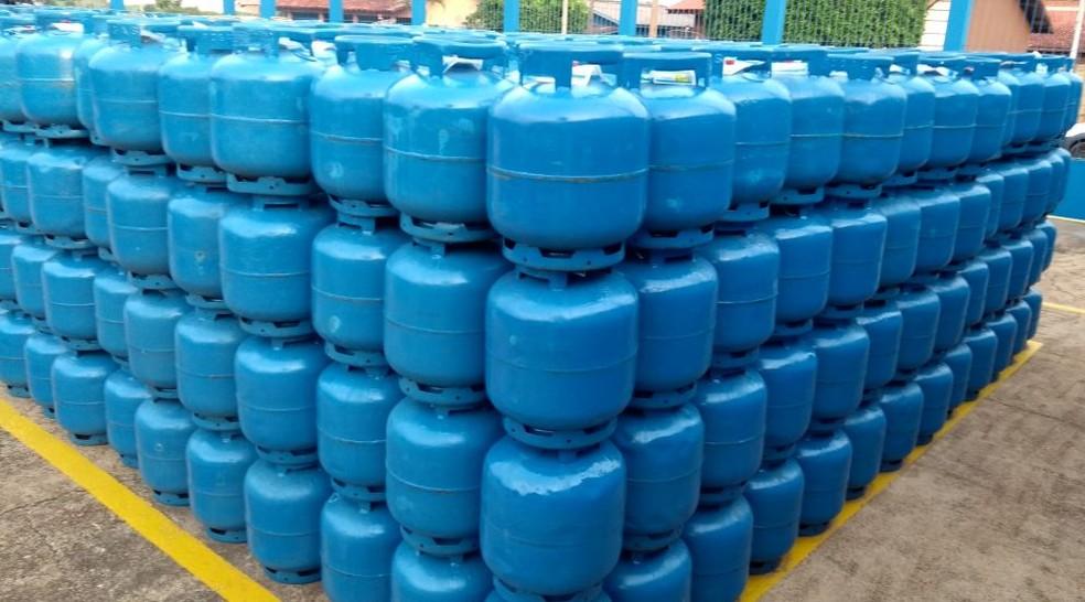 Botijas gás, gás cozinha, botijão, reajuste gás (Foto: Rogério Aderbal/G1)
