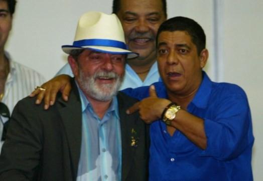 Zeca Pagodinho durante visita de Lula à Quadra da Portela, em 2004