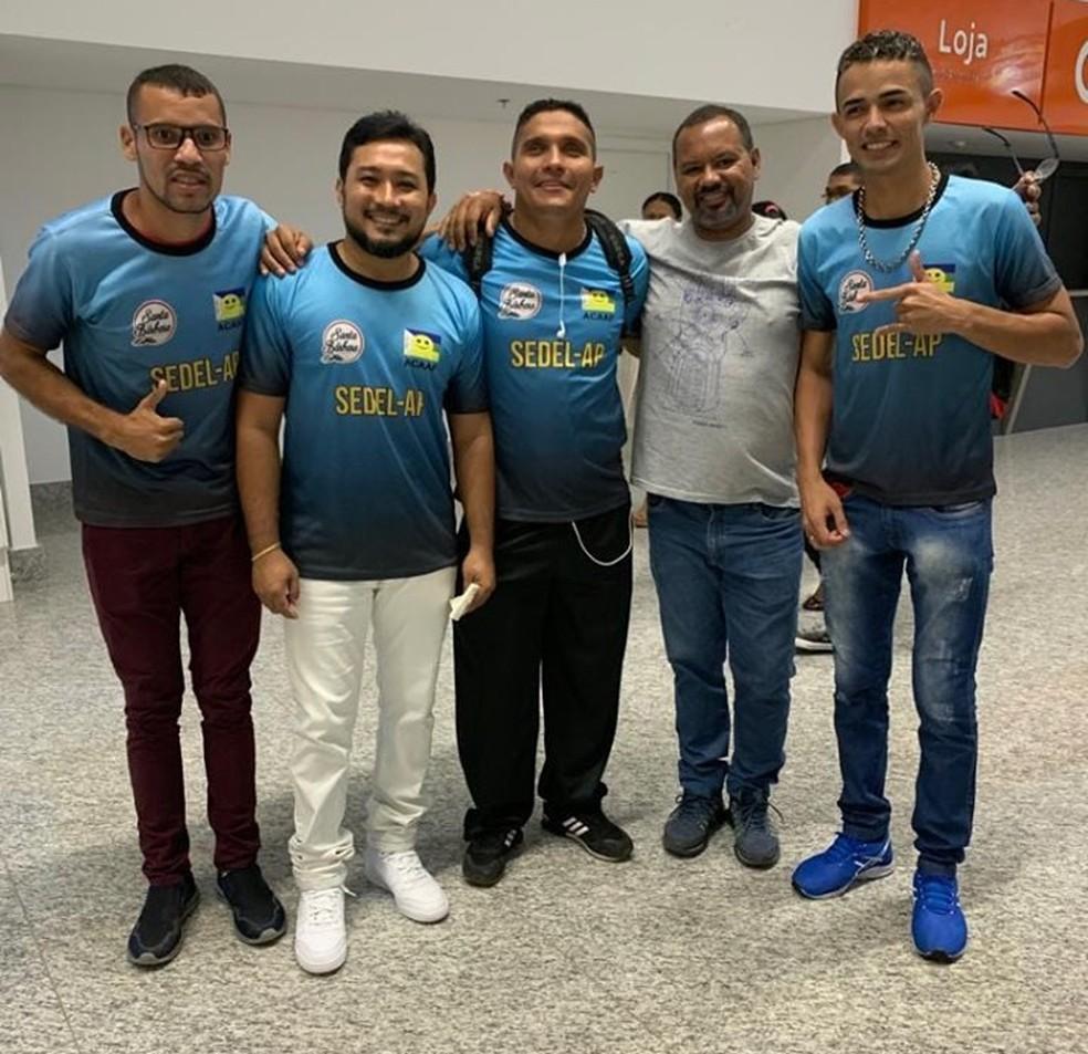 Equipe embarcou para Goiânia no domingo (14)  — Foto: Reprodução/Facebook