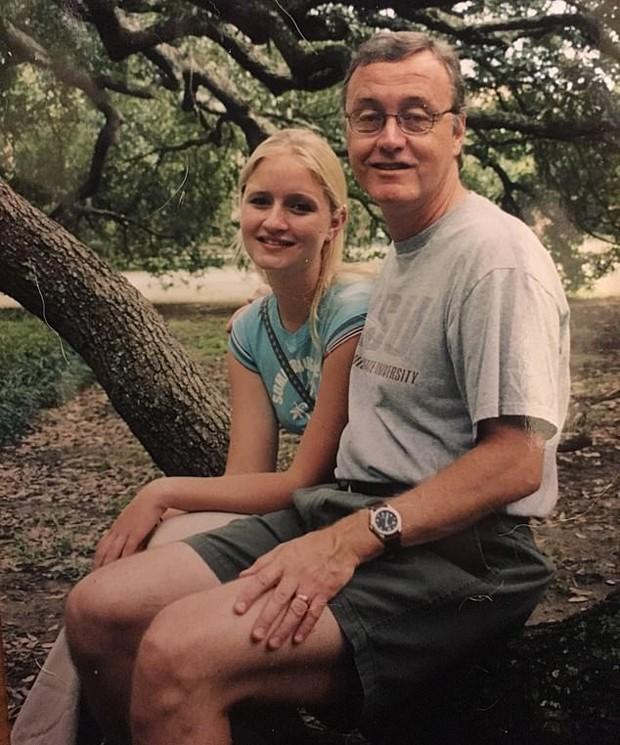 Filha conta choque ao descobrir que seu pai se identifica como mulher (Foto: Reprodução / Daily Mail)