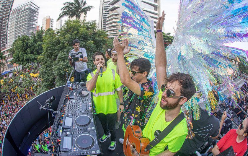 Alok se joga na pista do trio Rooftime em single feito com duo Dubdogz