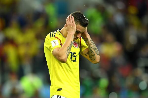 O jogador colombiano Mateus Uribe lamentando o pênalti perdido por ele na partida da Colômbia contra a Inglaterra na Copa do Mundo (Foto: Getty Images)