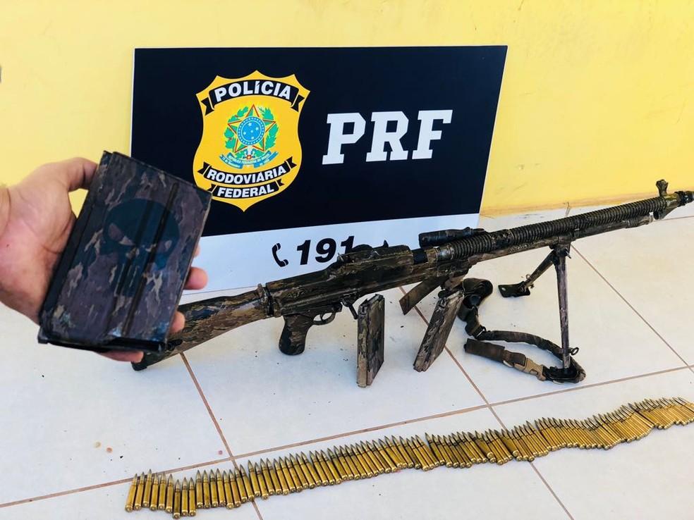 Arma foi apreendida pela polícia rodoviária em Guaraí (Foto: PRF/Divulgação)
