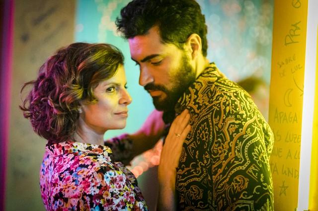 'Onde nascem os fortes': Rosinete (Debora Bloch) se envolverá com Cecílio (Carlo Porto) (Foto: Globo/Paulo Belote)