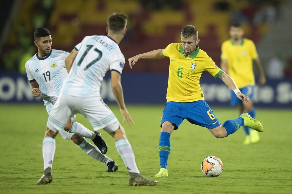 Caio Henrique em ação no jogo contra a Argentina — Foto: Lucas Figueiredo/CBF