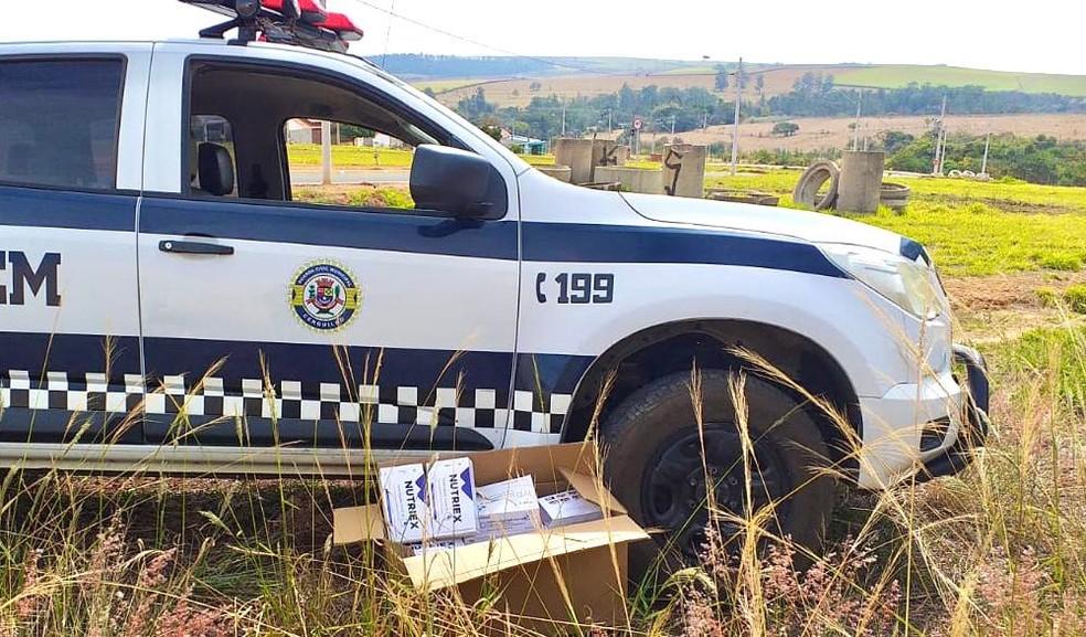 Polícia Civil investiga origem de testes de Covid encontrados em terreno Cerqueira Cesar (SP) — Foto: Guarda Civil Municipal/ Divulgação