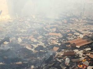 Local ficou totalmente destruído pelo fogo (Foto: Alerta Rolim/Reprodução)