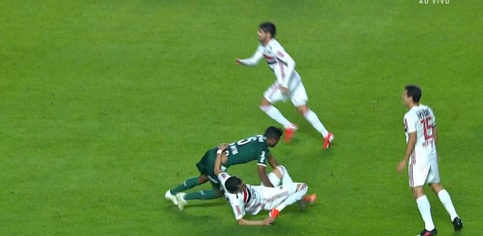 Pablo torce o joelho e sofre lesão no ligamento do tornozelo, contra o Palmeiras — Foto: reprodução