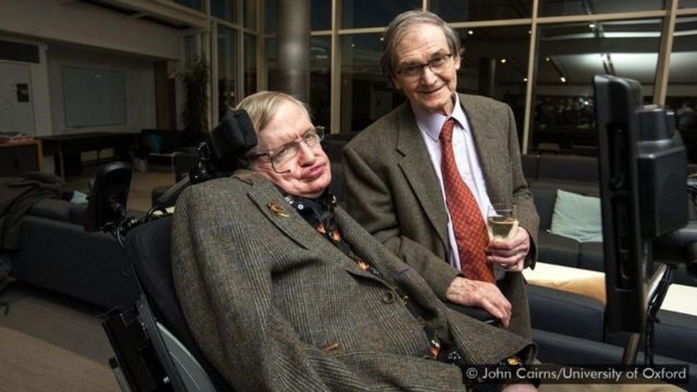 Stephen Hawking e Roger Penrose trabalharam juntos para criar teorias sobre singularidades durante os anos 1970 — Foto: JOHN CAIRNS/UNIVERSITY OF OXFORD