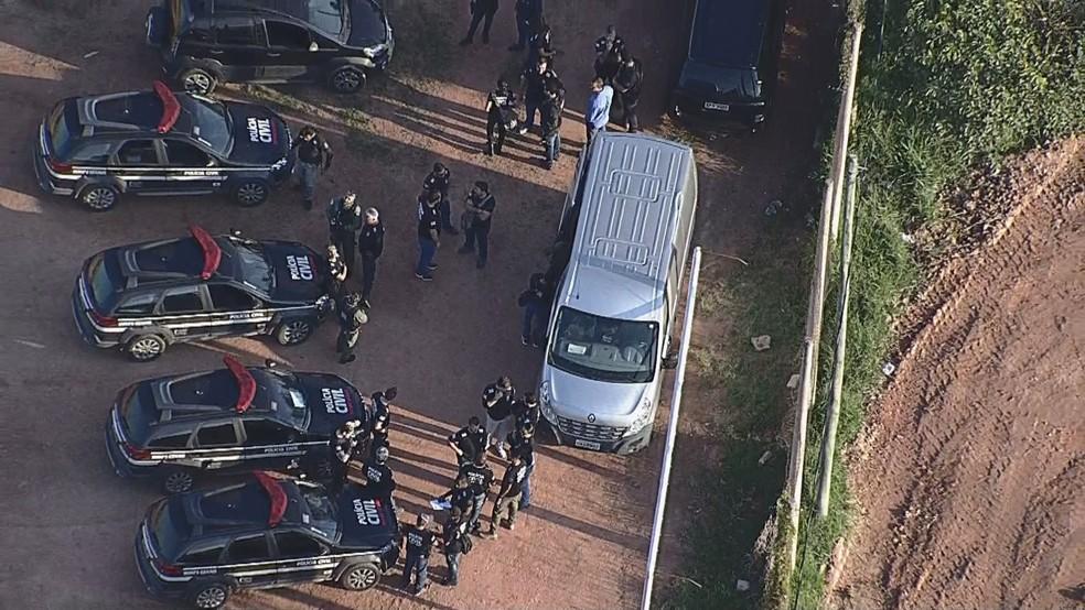 PC cumpre mandados de prisão e busca e apreensão em Betim.  — Foto: Reprodução/Globocop