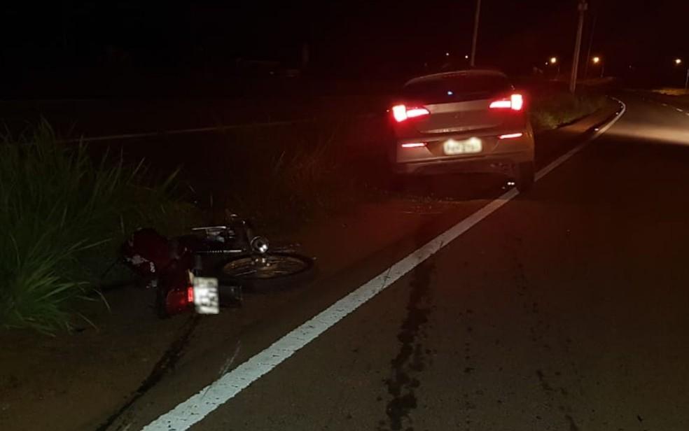 Moto e carro que bateram em acidente que matou pai e filha na BR-060 — Foto: Divulgação/PRF