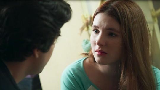 Flora dá recado a Alex: 'Não quer nada  mais nada com Maria Alice, é melhor terminar'