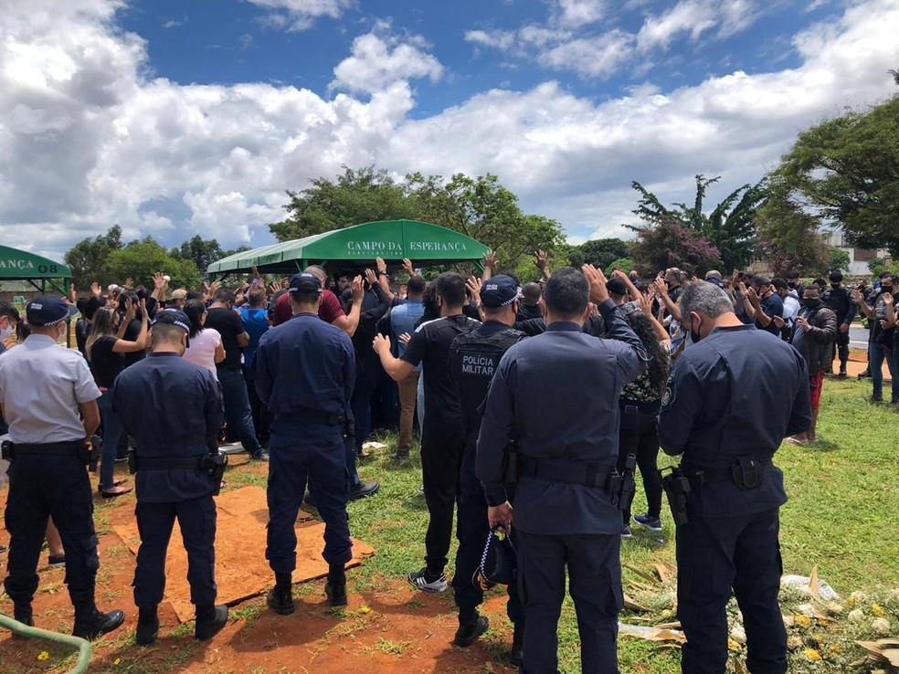 PM do DF é sepultado no cemitério de Taguatinga — Foto: Walder Galvão/G1
