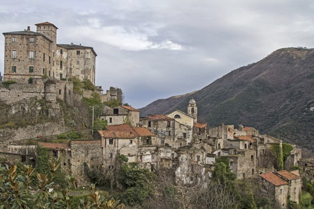 Balestrino - is left with its medieval town center by a landslide in 1950 and now completely locked (Foto: Getty Images/iStockphoto)