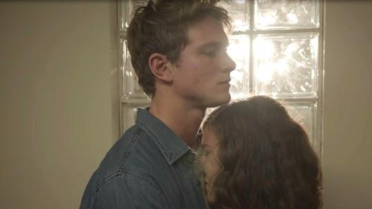 Rita chora nos braços de Filipe