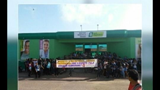 Professores e estudantes protestam em São Francisco do Pará