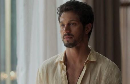 Marcos se casará com Paloma e eles aparecerão namorando na piscina da mansão de Alberto TV Globo
