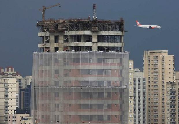 Prédio em construção no bairro do Brooklin, em São Paulo ; imóveis ; moradia ; habitação ;  (Foto: Fernando Donasci/Agência O Globo)