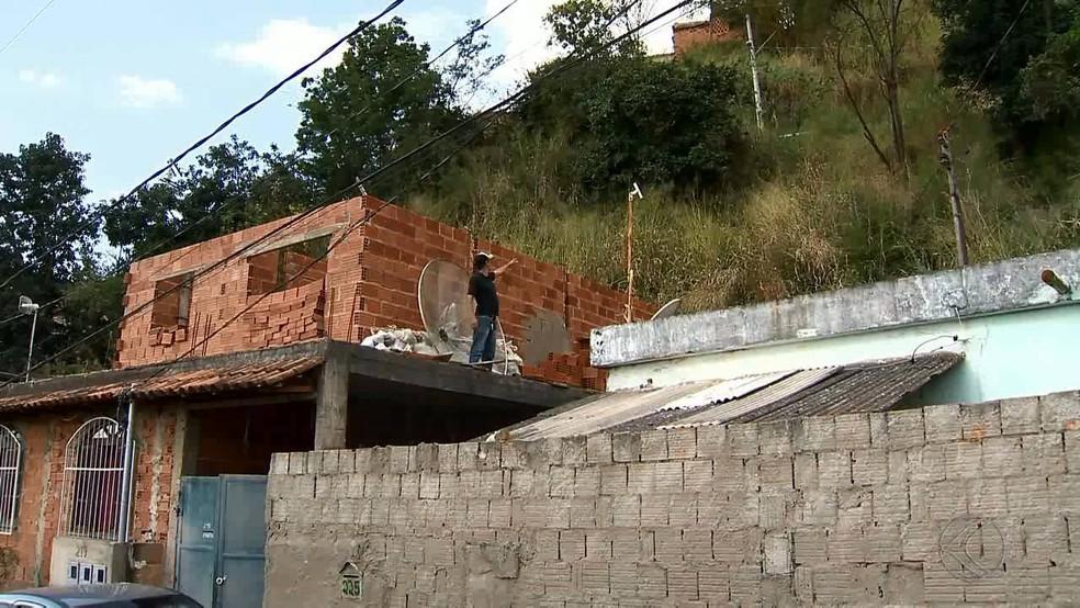 -  Pelo menos 129 mil pessoas vivem em área de risco em Juiz de Fora, diz IBGE  Foto: Reprodução/TV Integração