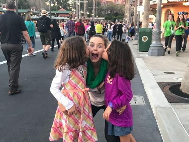 Bianca Rinaldi entre as filhas Beatriz e Sophia (Foto: Arquivo pessoal)