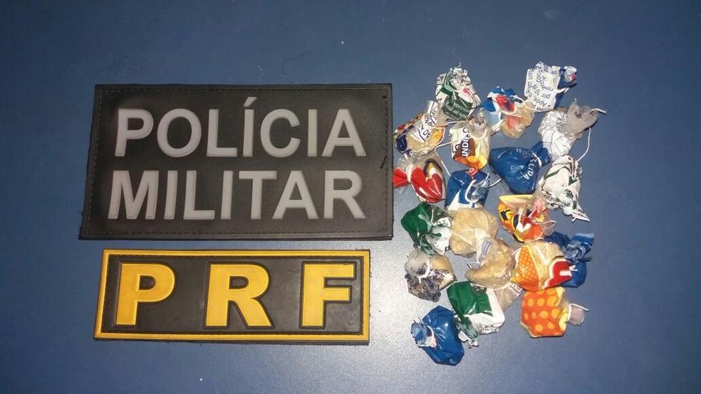 Policiais disseram que crack estava escondido no corpo da vítima do acidente (Foto: Divulgação / PRF)